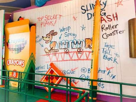 Até mesmo as paredes foram decoradas por Andy usando giz de cera!