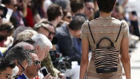 Burberry e outras marcas de luxo lidam com excesso de estoques.