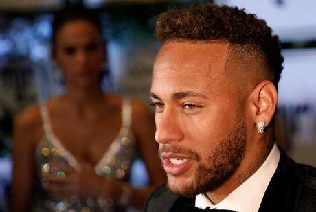 Neymar assinou contrato de cinco anos com o PSG no ano passado