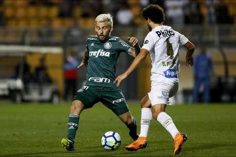 Victor Ferraz deu caneta em Lucas Lima e Santos TV provocou rival (Foto: Marco Galvão/Fotoarena/Lancepress!)