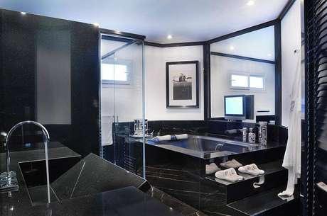 28. Piso preto para banheiro