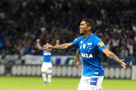 Raniel comemora o gol do Cruzeiro