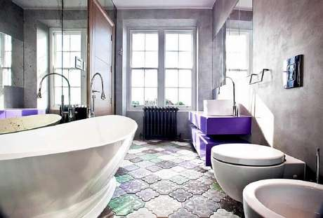 36. Pisos para banheiro diferenciado ficam bonitos e modernos