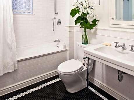34. Os detalhes em branco no piso para banheiro ficaram super delicados