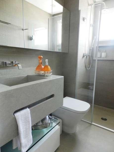 16.Banheiro pequeno decorado com piso cimento queimado