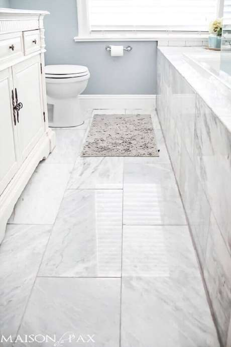 35. Piso para banheiro em porcelanato branco