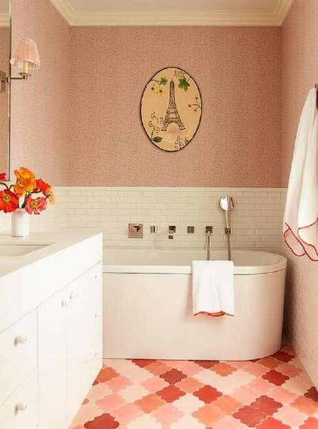 43. Piso para banheiro com cores delicadas trazem mais feminilidade