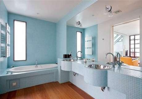 39. Pesquise piso para banheiro de madeira, fica super aconchegante