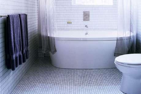 44. Piso para banheiro de pastilha