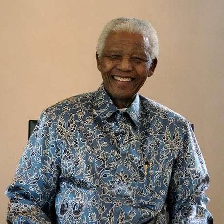 O líder sul-africano Nelson Mandela passou 27 anos preso, período em que escreveu cartas sobre sua vida e ideias