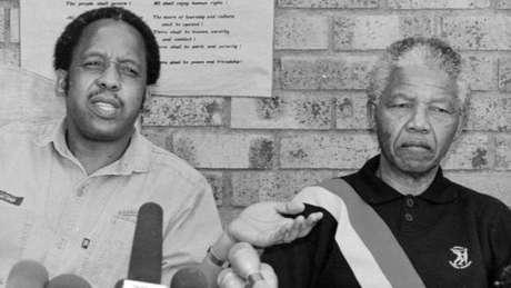 A atuação política de Mandela não permitia que ele tivesse 'tempo ou habilidade de se doar à família', afirma a neta