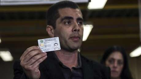 Denis Furtado só tinha registro para atuar em Brasília e Goiás, não no Rio de Janeiro, onde ele fez o procedimento estético em Lilian Calixto, que morreu alguns horas depois. No currículo, ele dizia ter cursos de pós-graduação, mas a BBC News Brasil verificou que eles não tinham registro no MEC / Imagem: Antonio Lacerda