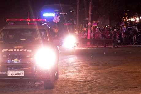 Ônibus do Corinthians foi apedrejado pela torcida do São Paulo em sua chegada ao Morumbi