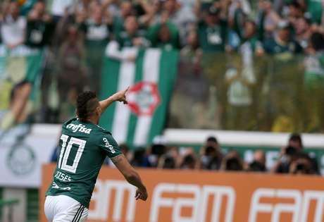 Após receber um presentão da zaga atleticana, Moisés marca para o Palmeiras: 1 a 0 no Allianz Parque