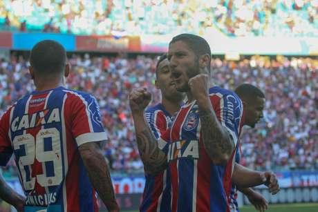 Com os três pontos, o Bahia ultrapassou justamente o Vitória e chegou aos 16 pontos