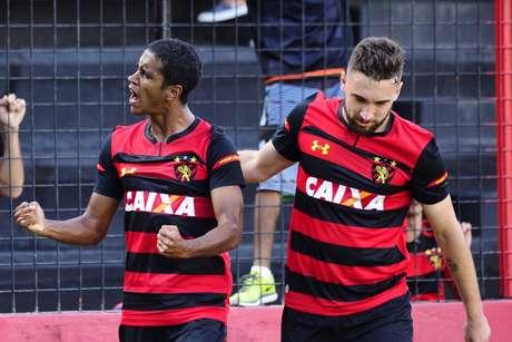 Gabriel Santana do Sport comemora gol durante a partida entre Sport e Fluminense
