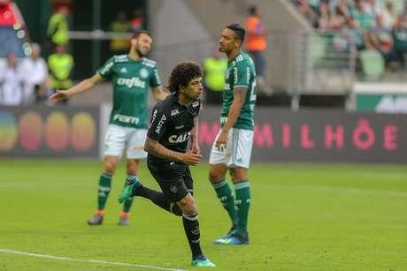 Luan do Atlético MG comemora seu gol durante a partida entre Palmeiras e Atlético-MG