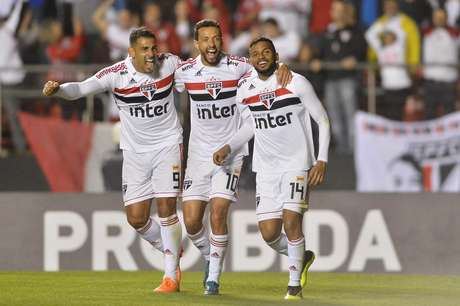 Um dos quatro jogos em que o São Paulo venceria para dar um gás no Brasileirão foi contra o Corinthians no Morumbi: o tricolor bateu o time alvinegro por 3 a 1
