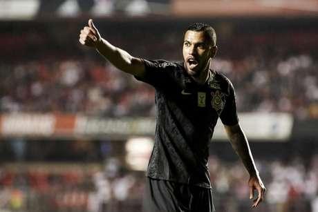 O atacante Jonathas diminuiu para Corinthians no final do jogo, mas não foi o suficiente para impedir a derrota por 3 a 1 para o São Paulo