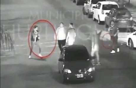 Imagensdecâmeras de segurança mostram o crime sendo cometido