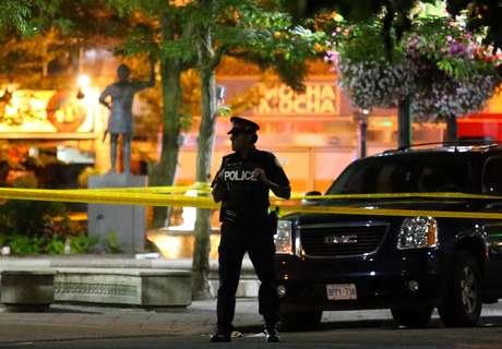 Policial faz guarda em local de tiroteio em Toronto 22/07/2018  REUTERS/Chris Helgren