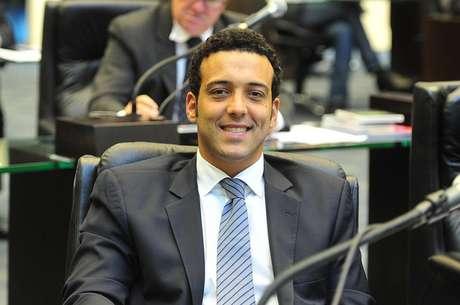 Deputado Bernardo Ribas Carli faleceu no último domingo (22) em um acidente aéreo