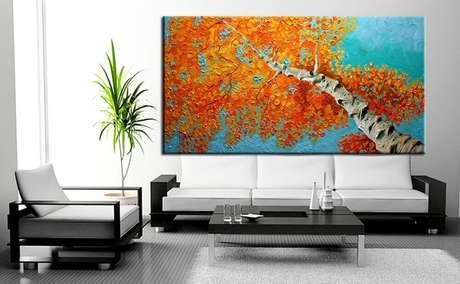 1. Decoração clean com quadro grande e colorido para sala de estar moderna