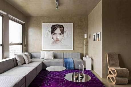 15. Sala de estar moderna com quadro grande