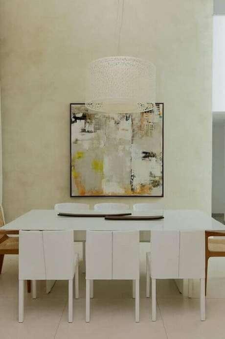 18. Projeto de decoração minimalista com quadro grande para sala de jantar