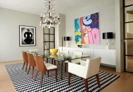 22. Mescle os tilos de quadros grandes para sala de jantar decorada