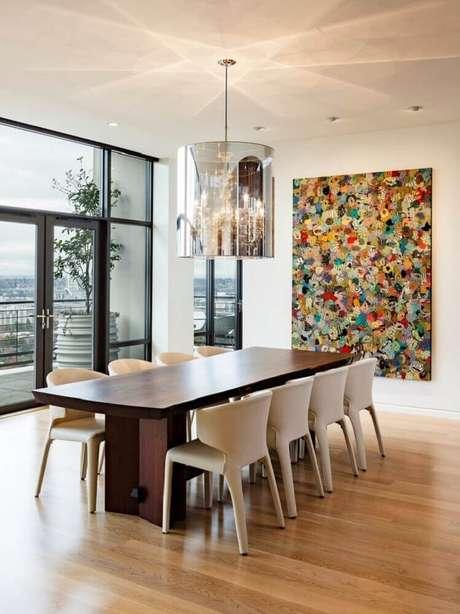 27. Quadros grandes para sala de jantar com decoração neutra ficam lindos
