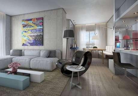 33. Decoração moderna com parede de cimento queimado, sofá modulado e quadros decorativos grandes para sala