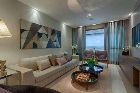 46. Quadros grandes para sala de estar com decoração em tons de bege
