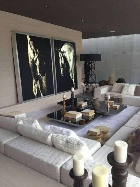 50. Quadros para sala grande com decoração sofisticada