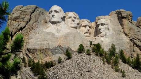 A coincidência das coincidências: em Monte Rushmore, esculturas das cabeças dos ex-presidentes americanos têm variação de tamanhos igual à dos braquiossauros
