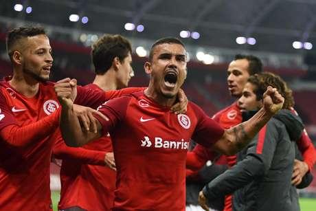 Pottker comemora gol do Internacional sobre o Ceará