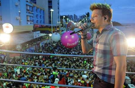 O cantor Michel Teló em show em Salvador