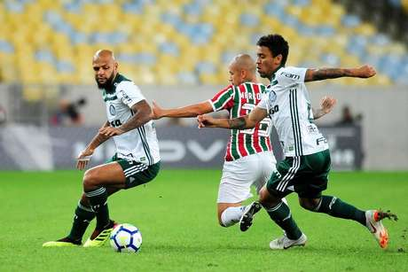 Felipe Melo levou cartão amarelo em Fluminense x Palmeiras