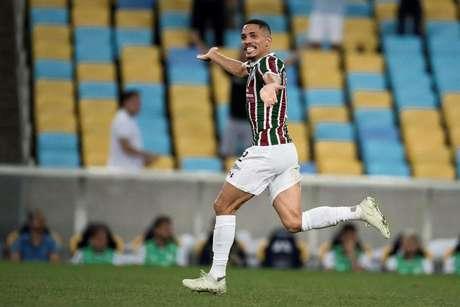 Gilberto comemora gol pelo Fluminense