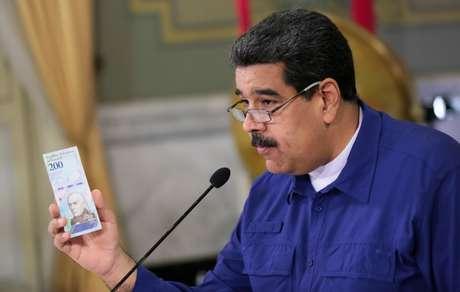 Maduro segura nota em reunião em Caracas 25/7/2018   Divulgação