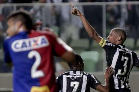 Leonardo Silva abriu o placar para o Atlético-MG