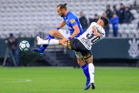 Douglas marca Barcos em Corinthians x Cruzeiro