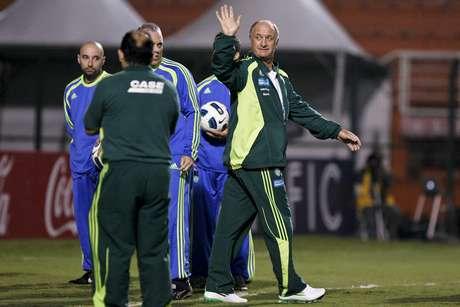 Felipão acena em sua segunda passagem pelo Palmeiras