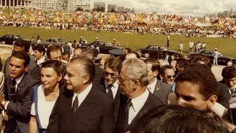 O vice José Sarney foi empossado na Presidência em 1985 após a morte do presidente eleito, Tancredo Neves