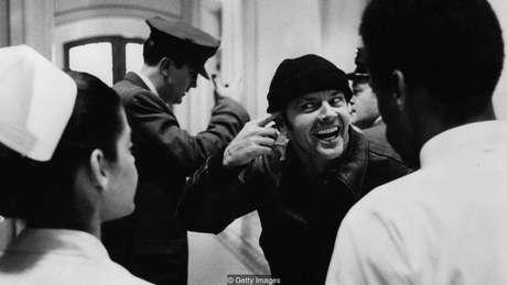 No filme 'Um Estranho no Ninho', personagem de Jack Nicholson é submetido a choque sem anestesia como punição