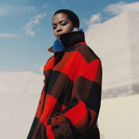Ms. Lauryn Hill na campanha de inverno da Woolrich, marca para qual desenhou uma coleção cápsula