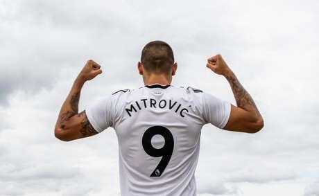 Atacante esteve na Copa do Mundo da Russia pela Sérvia (Divulgação/Fulham FC)