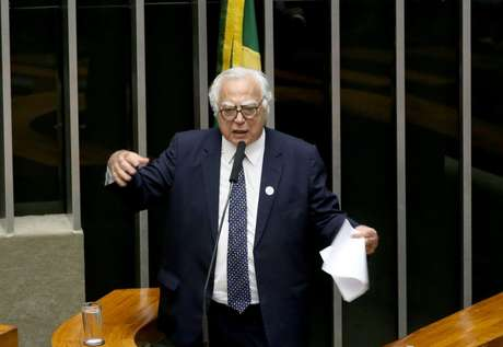Desde 1971 na Câmara, Miro Teixeira (Rede-RJ) deixará a disputa pela reeleição e tentará uma vaga no Senado Federal