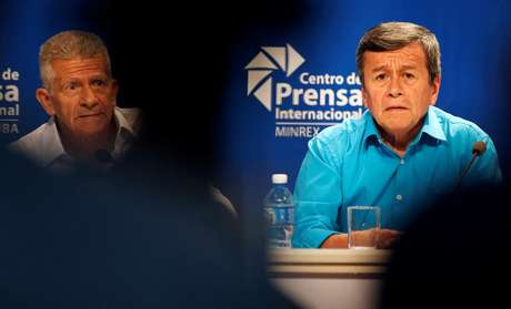 Pablo Beltran, representante do ELN, e Aureliano Carbonell, negociador do ELN, concedem entrevista em Havana  2/8/2018   REUTERS/Tomas Bravo