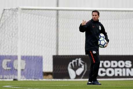 Loss não esboçou o Corinthians no treino desta sexta (Foto: Marco Galvão/Fotoarena)